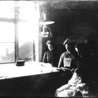 Jæren Folkehøgskule.Tre jenter på rommet sitt.