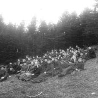 Elever fra Jæren Folkehøgskule på utflukt   til Grudaskogen.